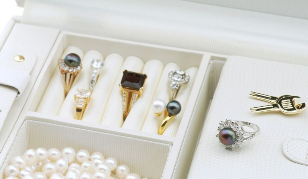 jewelries in white box